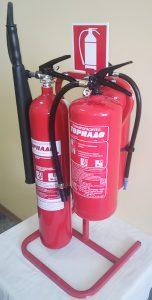 3-3-стойка изглед с пожарогасители